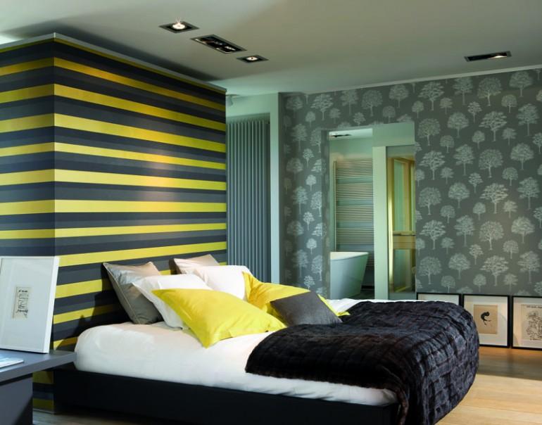 Idei de amenajare: tapet in dungi pentru dormitorul modern