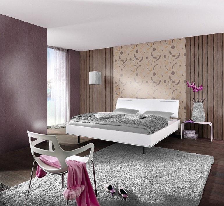 Tapet dormitor modern cu accente maro si bej
